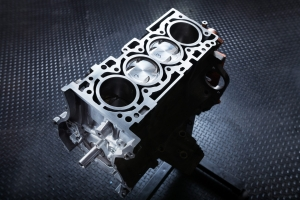 EVO shortblock with 2 pistons at top dead center