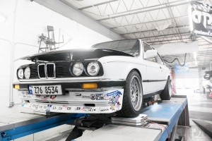 BMW E30 on Alignment rack corner balancing